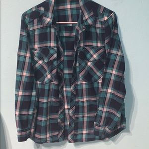 FOREVER 21 — PLAID BUTTON DOWN FLANNEL